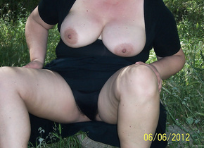 BBW amateur flashing exhibitionist outdoors in public big tits pussy