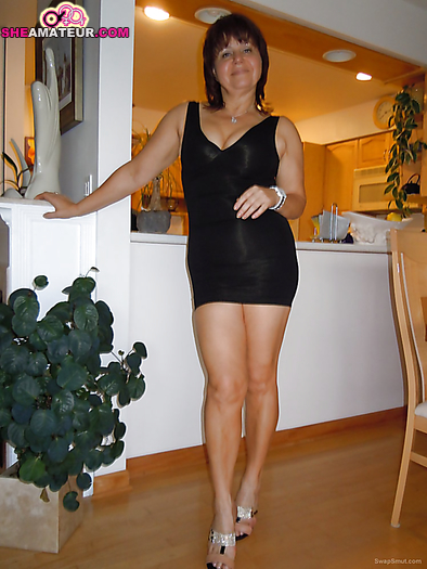 homemade pics milfs in revealing clothimg