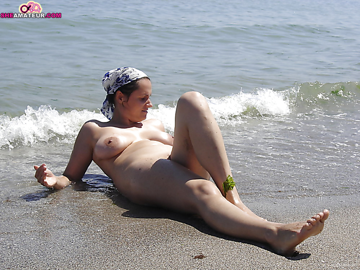 naked women sittingwith legs open