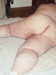 sombody come bye and took pics of me naked mature bbw