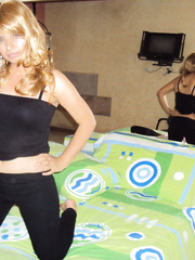 Sexo con Mary en Ecu sexy blonde wife stripping to underwear