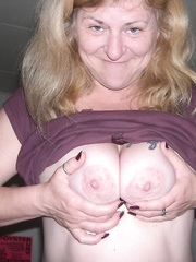 MILF Mommy spreading for the world