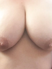 Some hawt pix of my lady showing off her large tittys