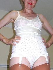 A Cheap and Naughty UK Granny Whore Nude 001