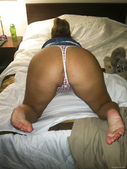 Ametuer sexy wife looking so hot see her bare bottom