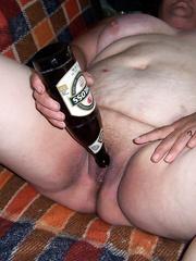 Flaschenfick mit Bierflasche-es war sehr geil Granny BBW Bottle Insert