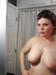Sexy hot MILF that loves to show it all self shot homemade photos