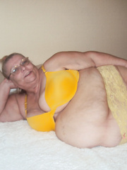 Sexy in yellow bbw any one want to send me something sexy