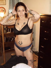 Busy tattoo amateur in thigh high leather boots groping breasts