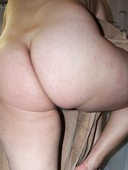PREGNANT AMATEUR WIFE SHOWING BUMP