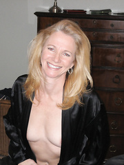 sexy blonde hot mom amateur pics showing off her stunning milf figure