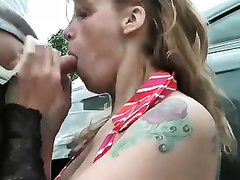 Tattooed wench milks my 10-Pounder dry on her face outdoors