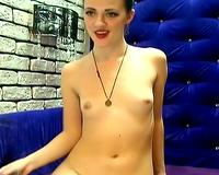 Pretty and Sexy Webcam Babe Finger Fucks Solo