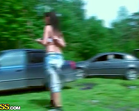 Amateur brunette hair hussy sucks a weenie during a picnic