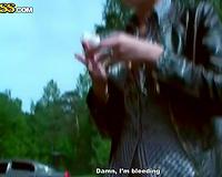 Amateur brunette hair hussy sucks a weenie during a picnic