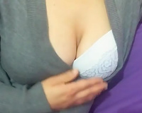 Effortlessly seductive Turkish temptress shows off her great curves