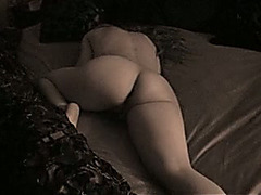 Curvaceous and smooth skin white girlfriend's sexy butt