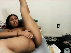 Webcam solo with a ravishing exotic playgirl demonstrating her body
