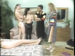 Two heart stopping blondies give double oral-service in foreplay