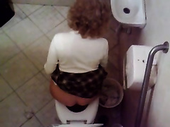 A compilation of dilettante random hotties peeing in the lavatory