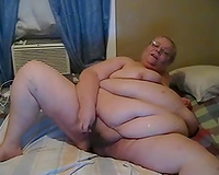 This super chunky granny shaves her cookie for me on livecam
