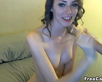 Amateur Girlfriend Gets Sprayed with Jizz on Face