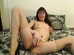 This four eyed livecam model knows how to make me slutty