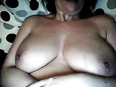Zesty cam show with a aged brunette hair fingering her wet crack