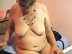 Despite being old this granny hasn't lost interest in masturbating
