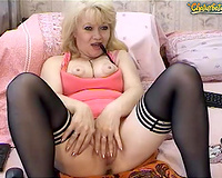 Pussy toying tends to make this older webcam wench squirt
