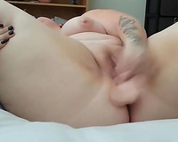 BBW floozy rubbing and fingering bald cunt aperture in solo movie
