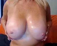 This buxom camwhore does a astonishing job of proving me with fun