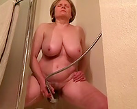 Mature floozy with big zeppelins masturbating in the bath