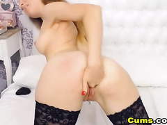 Pretty Teen Babe Plays her Pussy on Cam