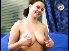 Full-figured wet bitch goddess shows her goodies on livecam