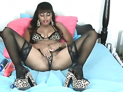 Webcam solo with a juggy non-professional hussy toying her palpitating crotch
