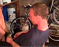 Mechanic thinks would be better to shag the owner of the car too