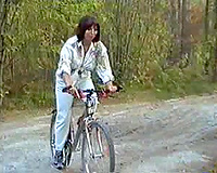Woman rides bike and ends up in the hands of the wrong guys