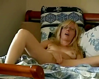 Making my pussy squirt for you wife masturbation