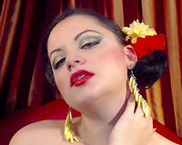 Dark haired web camera wench with hot red lips was posing for my favourable ally