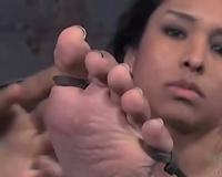 Sizzling dark brown receives her fur pie properly toyed in BDSM scene