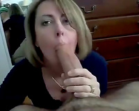 I engulf my lover's big dick with unrestrained excitement