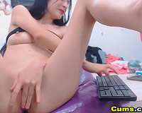 Sexy Cam Babe Loves to Finger Fucks her Pussy