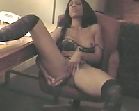 Dark skin livecam domme on the chair dildos herself