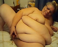Disgusting SSBBW granny pokes her muff with sausage