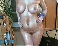 Hot German hawt floozy covers her body in chocolate syrup