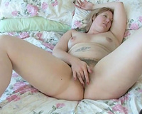 Plumper mother I'd like to fuck white wife brags off her huge wazoo and masturbates
