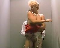 Intense oral pleasure from hot and thirsty blondie in elevator