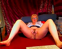 Nasty cam blond older bitch was kinda teasing her old fur pie
