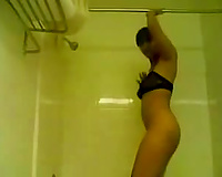Solo episode with my astonishing GF dancing and twerking in the shower